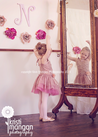 Kristimanganphotography_balletphotosession_childballet_tutudemonde_blog